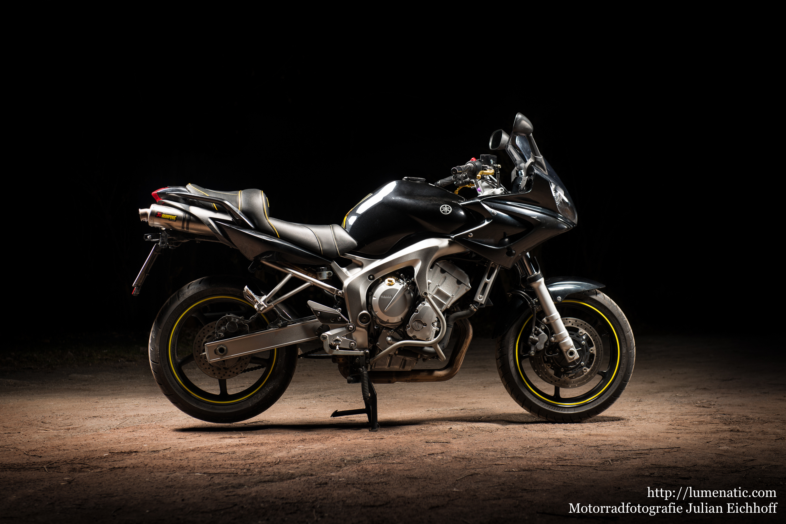 Studiofotografie für Faule: Yamaha FZ6 Fazer