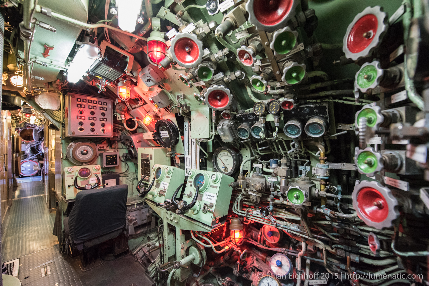 Photographing inside a submarine, part 2