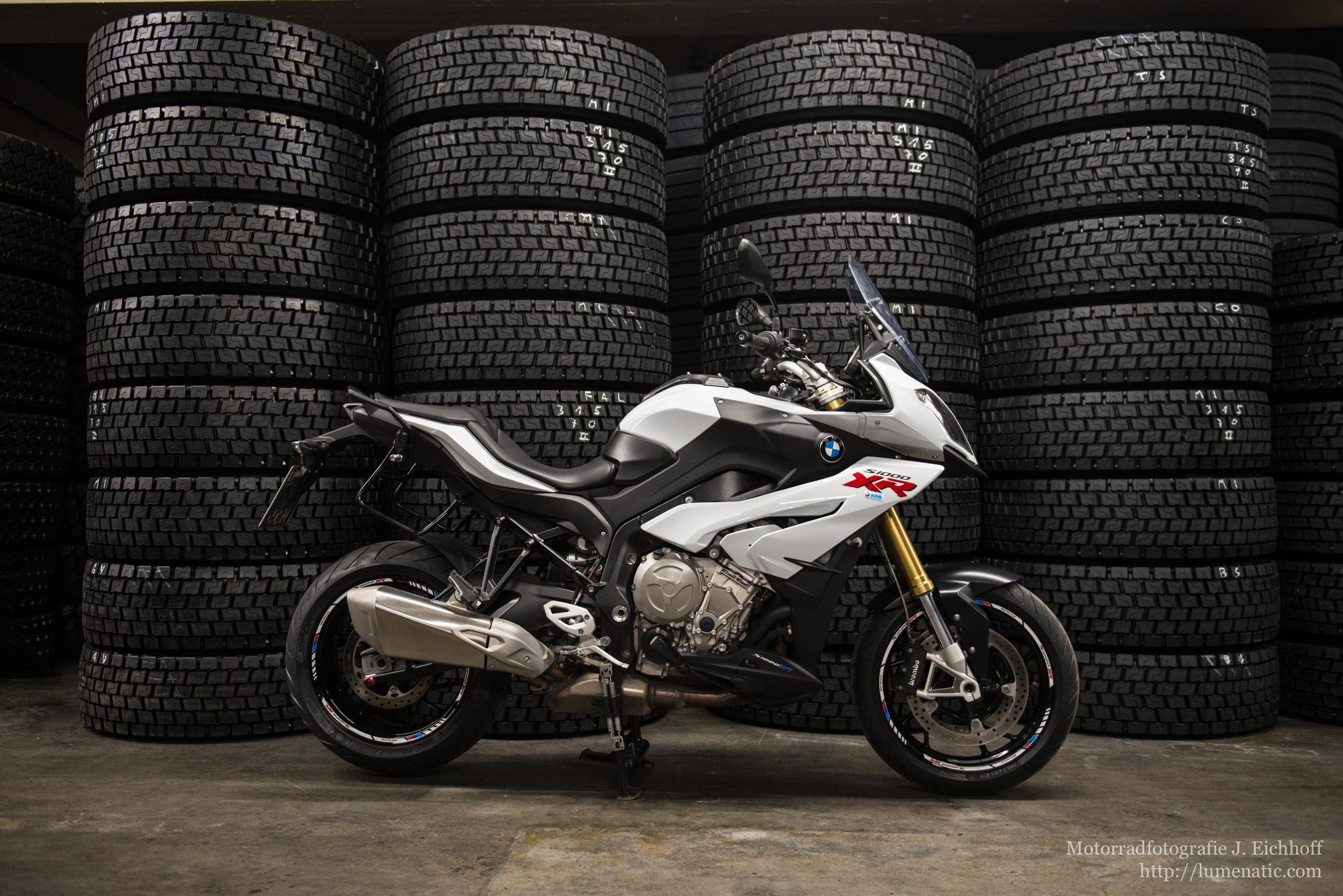 BMW S1000XR, Teil 2: Reifenfabrik