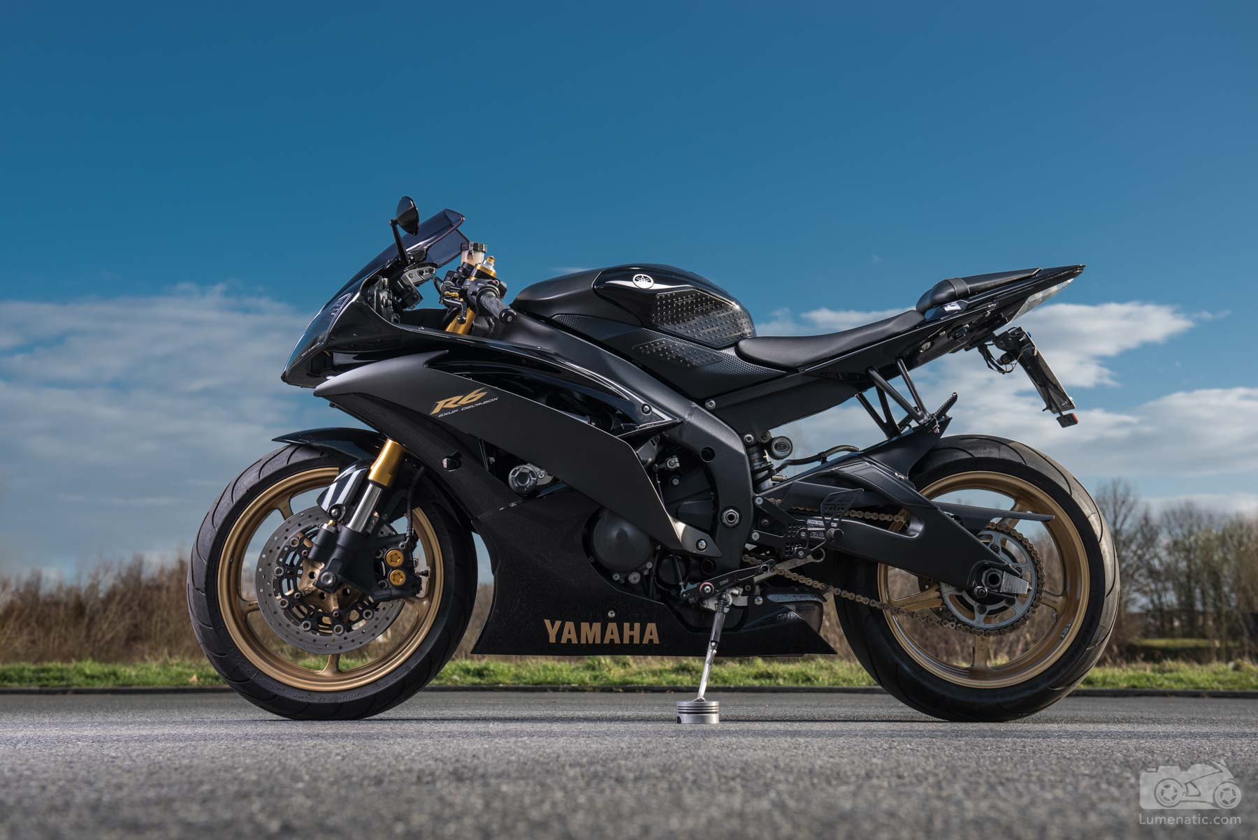 Yamaha YZF-R6 portrait